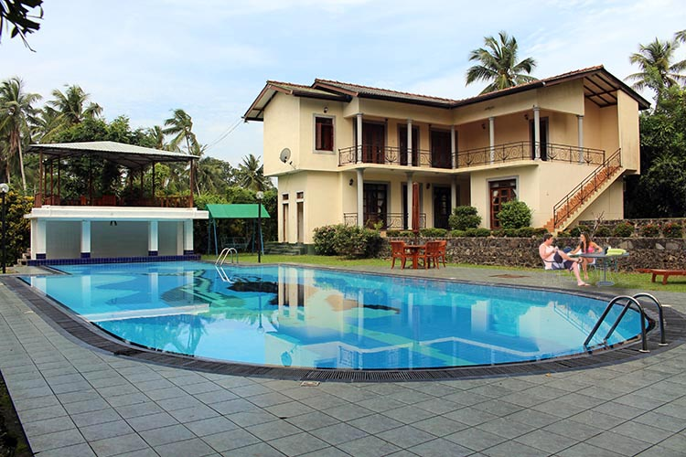 Holiday Bungalow With Swimming Pool Closer To Colombo Sell Buy Rent Properties In Sri Lanka